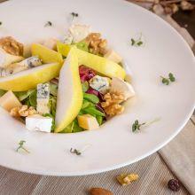Salata cu pere si branzeturi fine