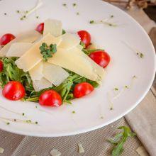 Salata cu rucola si fulgi de parmezan